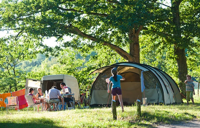Camping Huttopia Les Châteaux 8 - Bracieux